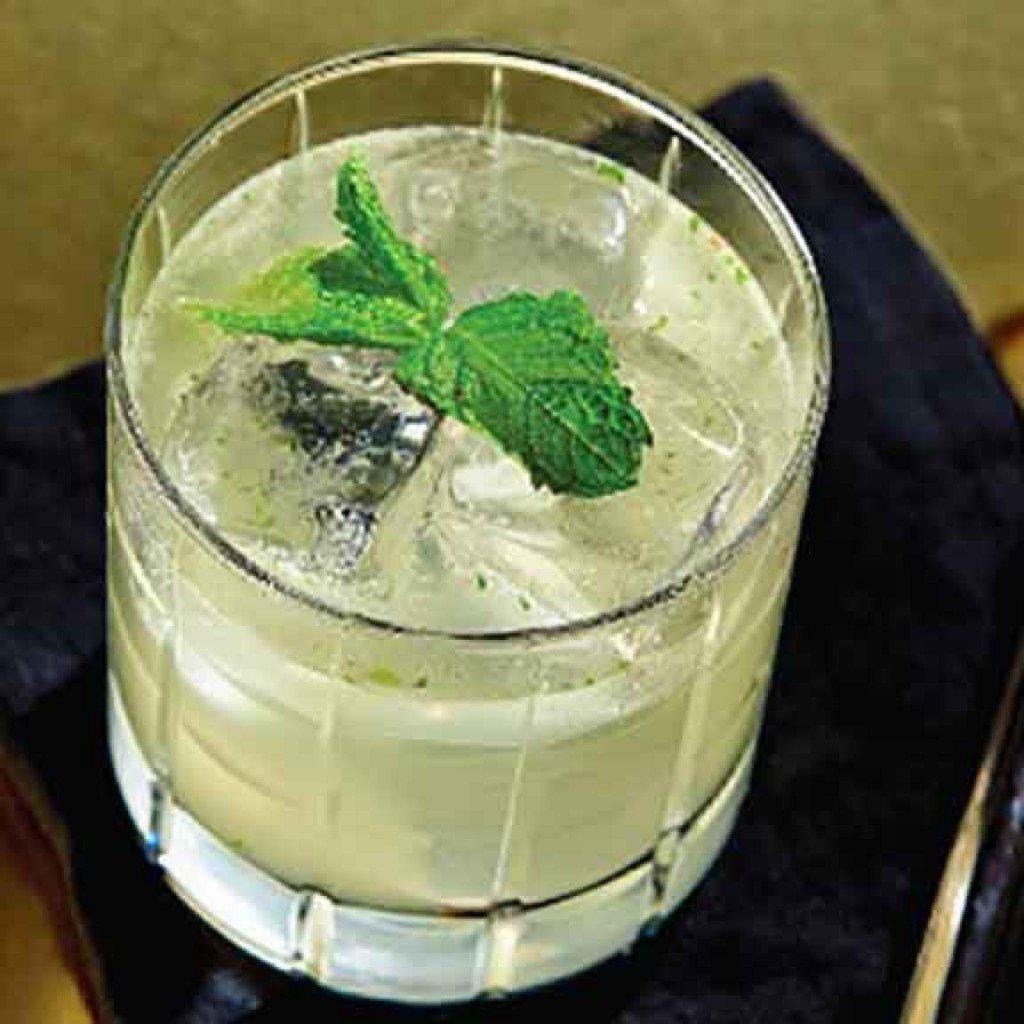 Manhattan Moonshine Bessie Smash