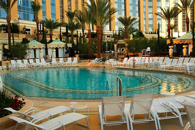 Las vegas pools that are open year round thirsty for Hotels in vegas with indoor swimming pools