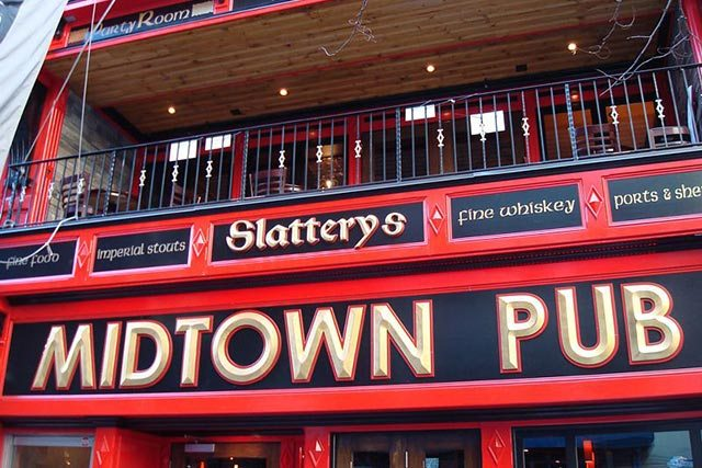 Slattery's Midtown Pub Miami Dolphin's New York City Bar
