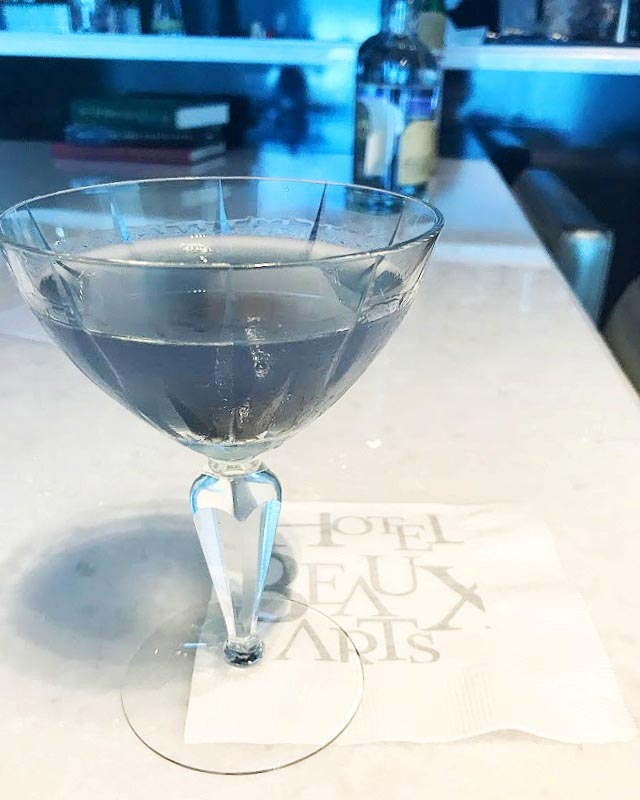 The bauhaus bomber at l 39 atelier bar at hotel beaux arts in for Hotel food bar atelier 84
