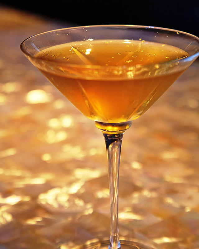 winter-olympic-cocktails--miami-the-gold-martini-at-the-bar-at-the-setai