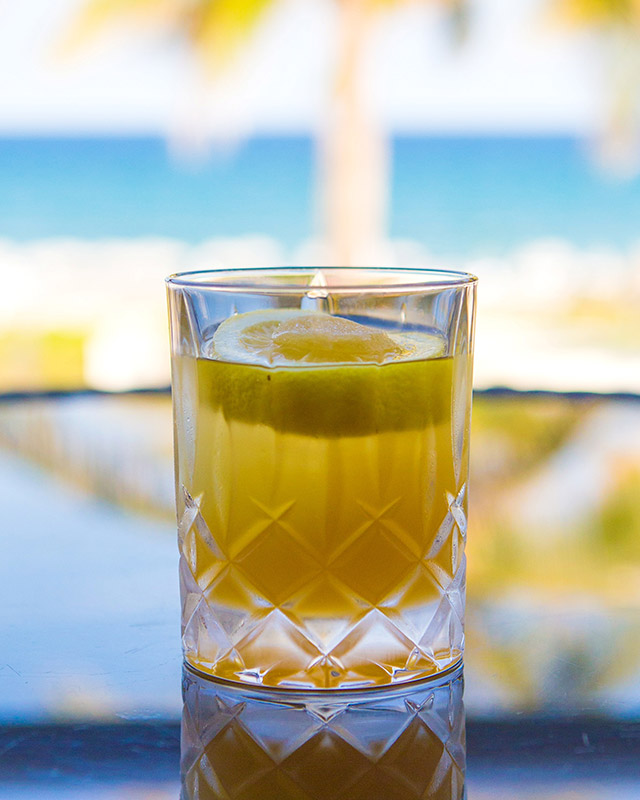 summer-cocktails-boca-beach-clubs-ocean-bar-the-bee_s-tea