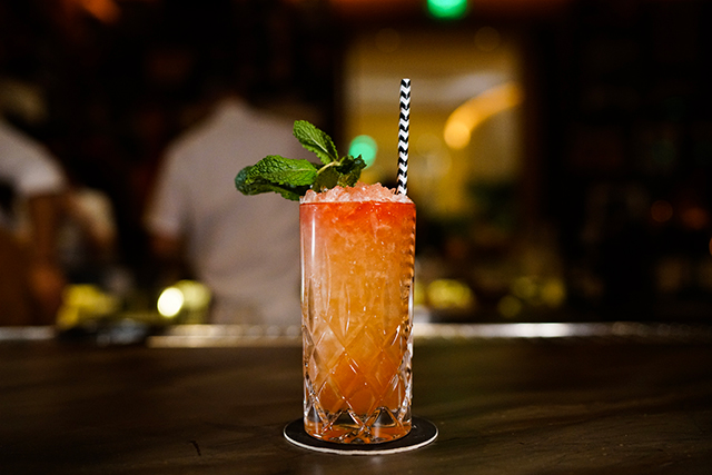 cocktails-matador-bar-miami-beach-lawn-flamingo