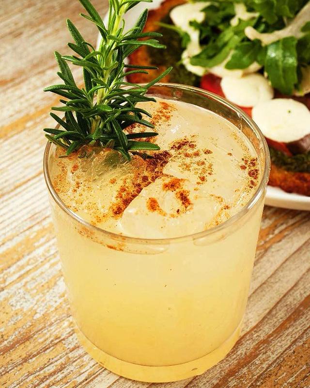 farm-to-table-cocktails-from-malibu-farm-miami-beach-pear