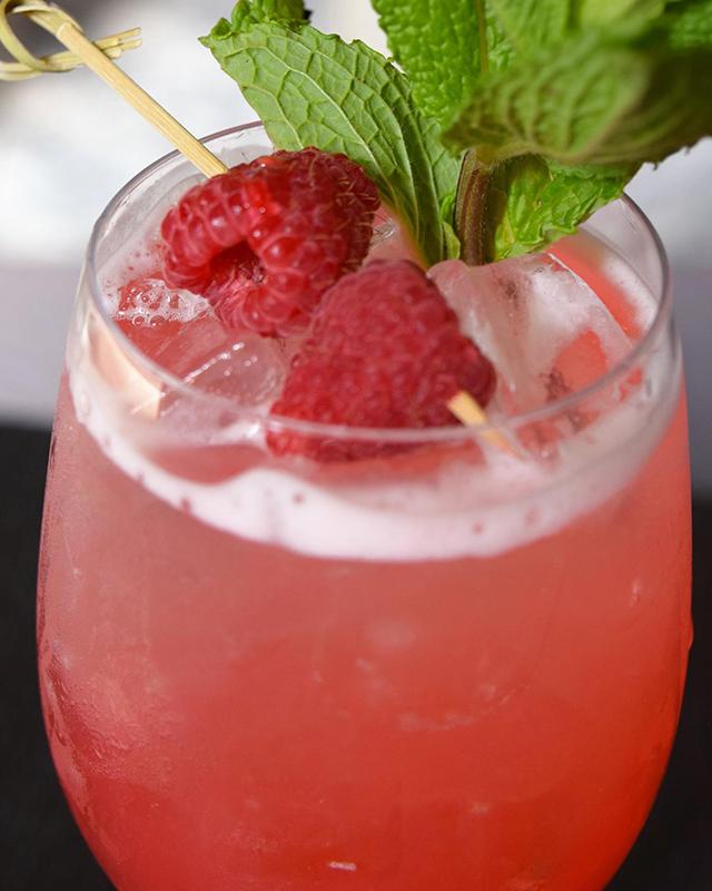 le-meridien-tampa-fl-bizou-brasserie-berry-bramble-sangria-
