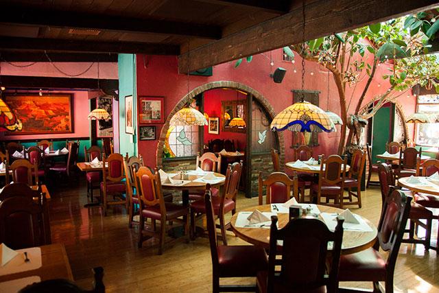 casita-del-campo-dining-room