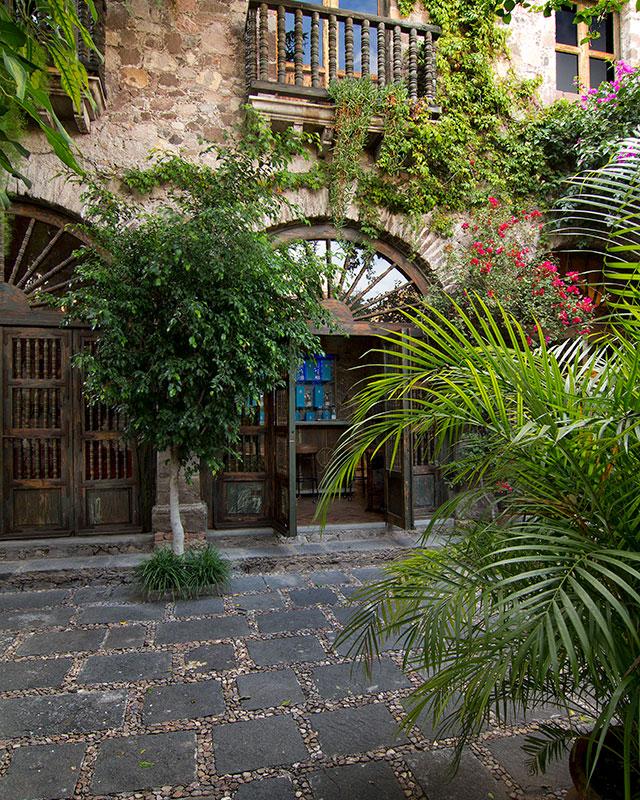 courtyard-4-inside