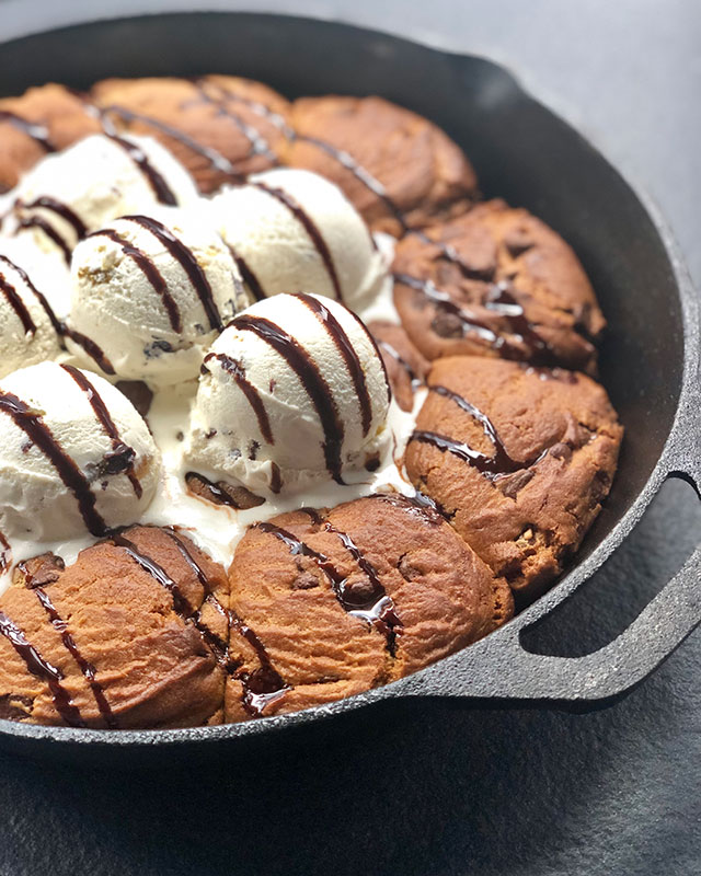 oversized-gingerbread-boozy-cookie-skillet-25_photo-credit-courtesy-of-phd-terrace-at-dream-midtown