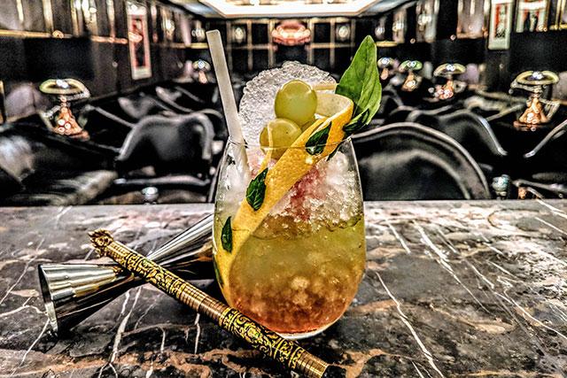 manettas-bar--london-alexandrias-journey