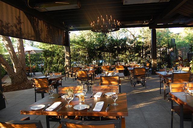 the-raymond-1886-patio